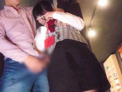 ネカフェの店員に襲い掛かる鬼畜男、勃起チンポをマンコに擦り付けられ最...