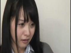 クラスメイトの家でAV鑑賞していた美少女JKが徐々に発情してオナニー&フェ...