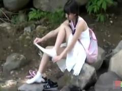 中出し 美少女がボッチで河原で遊んでいたから覗き見してたら勃起したので...
