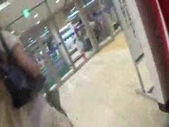 日本人女性の おしっこ お金のため野ション場所を探して エロ動画