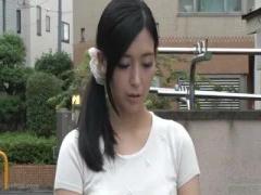 結婚11年目の小顔スレンダー美乳の美人な人妻がデカマラを見て発情