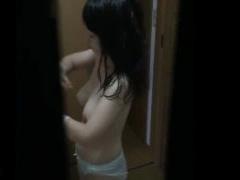 盗撮 綺麗に発育した巨乳女子校生宅にカメラを仕掛けて着替えを隠し撮りし...