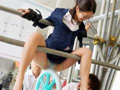 壇蜜似のメガネ女教師が一輪車の車輪の回転で股間を擦られ大量潮吹きしな...