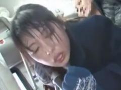 バスで痴漢師に激しくレイプされるJKの動画