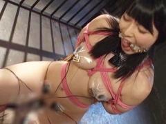 拷問椅子に固定され口枷に緊縛拘束された巨乳M女が乳首と電流責めにより半...