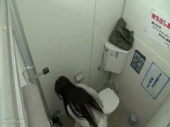 ちょいブスお姉さん公衆トイレで個人撮影 チンポ咥えてフェラに抜き配信