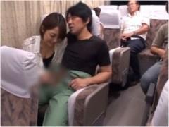 長距離夜行バスで隣のM男をフル勃起にさせてこっそり手コキする痴女