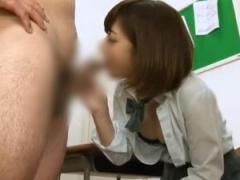 可愛い痴女JKがノーハンドフェラで口内射精させる!