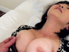 浮気熟女 全裸で大胆にムチムチ熟女が感じまくるホテルでエロ下着になって...