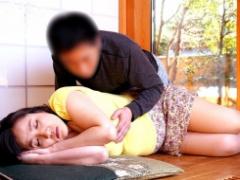 巨乳の人妻が無防備に昼寝してたのでハメちゃったよ。