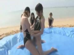 女子校生 スレンダーで可愛いJKが青姦w 強化合宿で沖縄を訪れた水泳部が競...