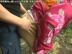 野ション 草むらでオシッコする浴衣美少女に興奮しゆっくり近づき尻肉を鷲...