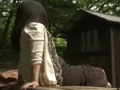 ヘンリー塚本 山小屋の汚い便所に現れるドスケベ熟女が汚いマラを加え込む…