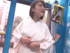透けてないですか? 二十歳の振袖美女が野球拳に挑戦!