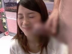 すごくおっきいい! 恋人がいる女子大生の娘が勃起したデカチンを見てフェ...