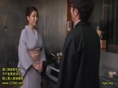 女将になった岡田真由香が和服姿でエッチしちゃう
