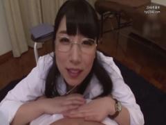 女医 M男患者の性感帯を聞いて責める先生。股間を弄り乳首を舐めまわし勃...