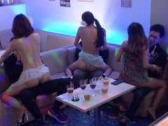 淫乱キャバ嬢たちとドキドキ王様ゲームで盛り上がり店内枕営業接客!