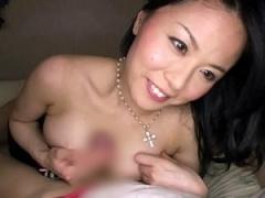 息子の友人にオナニーしてる姿を見られた爆乳ママが淫乱SEX!