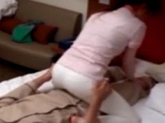 人妻マッサージ師 ビジホの密室で客とワイセツ行為する生々しい隠し撮り
