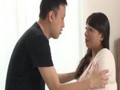 母子相姦 童貞息子にお願いされて体を触らせるお義母さん。オッパイやアソ...