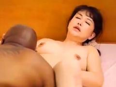 膣が張り裂けそうなほどのメガチンポ突き刺さる結合部ヤバい…黒人の子宮破...