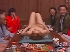 温泉旅館のピンクコンパニオン! 女体盛りに乱交セックス! どこまで激しく...