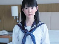 女子校生 スレンダーで黒パンストの可愛い制服黒髪JKw 少女をホテルに連れ...