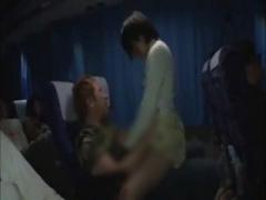 夜行バスで周りにばれないようにセックスしちゃう男女 尻射 着衣