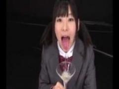 JKごっくん ツインテール制服jk弘前亮子がグラスに放出された大量のザーメ...