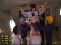 工事中の教室で作業員達に輪姦されるJK