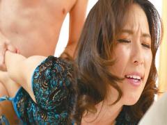 欲求不満な人妻が、寸止め焦らしプレイから何度も痙攣絶頂!