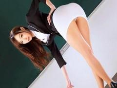 タイトスカート動画 蓮実クレアが淫乱エロティーチャーと化して学校内で畑...