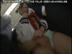ショートカットJKが満員電車の車内でイタズラされてイカされる