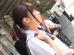 上下同時痴漢されパニクるJK えっ…2人? 女子校生が電車内で乳首とマンコを...