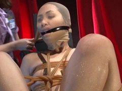 顔面破壊願望のある女が緊縛され鼻パンストで凌辱される動画