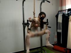 タトゥー×タイツ 緊縛拘束されて宙吊りにされたドM美女を電マ責め調教