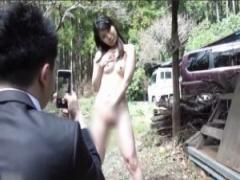 野外露出 女子校生の裏バイト?野外で全裸撮影させて羞恥快楽からガマンで...