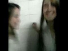 海外 ブラジルのクソ可愛い学生のレズキス! 個人撮影ってのが生々しい