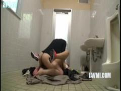 セックス盗撮 公衆トイレにおっさんを誘い込み肉棒を食す肉食系美女の逆レ...
