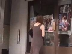 ヘンリー塚本 我慢できずまた足が向いてしまう…巨乳人妻が映画館で...