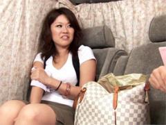 美脚の三十路奥様 34歳 を車内に連れ込みファッションアンケート