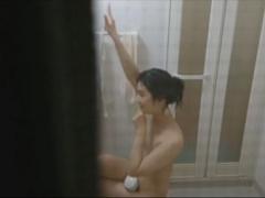 民家盗撮 風呂場で全裸で歌って踊っているところを覗かれる女の子wこれは...