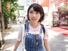 秋葉原でオタク系女子のショートヘアー美少女をGET!
