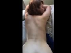 個人撮影 美乳で無毛な友達の奥さんと不倫ハメ撮りした生々しいスマホ映像...