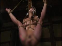 緊縛アクメ 拉致監禁された社長令嬢が緊縛されて浣腸、バイブ責め。開脚緊...