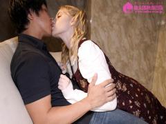 ツインテの外国人の接吻やばすぎいいいwブロンド美人がピンサロに挑戦 メ...