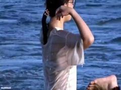 こ、これはっ! ! 盗撮 ノーブラ女子 水に濡れたTシャツ~ 透けブラ や 透...