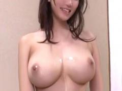 巨乳な人妻が近所の発情期な男子校生を誘惑してセックスを教え込む!
