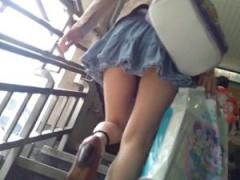 素人個人流出 駅構内での痴漢盗撮! お姉さんのスカートめくりパンチラを撮...